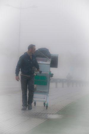 Transporte en día de niebla