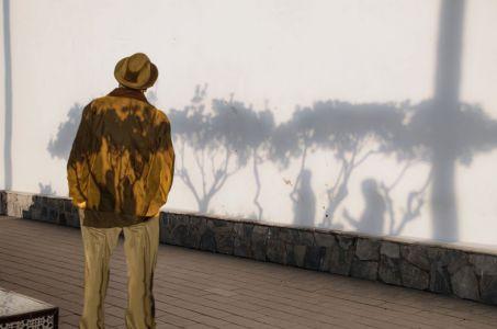 Observando las sombras al atardecer