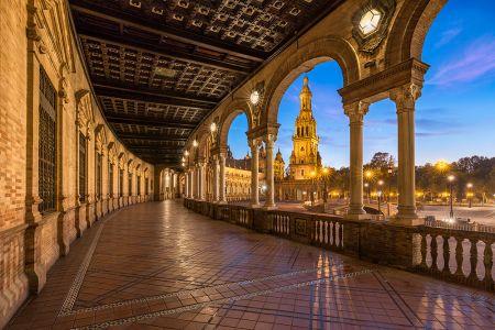 Abrazando la hispanidad (Sevilla)