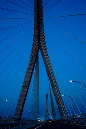 Hora azul en el puente
